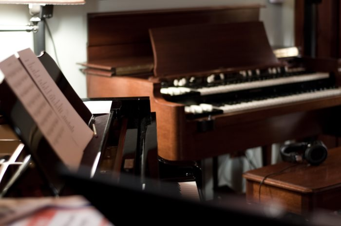 free-stock-photo-pianos_and_organs-unprofound