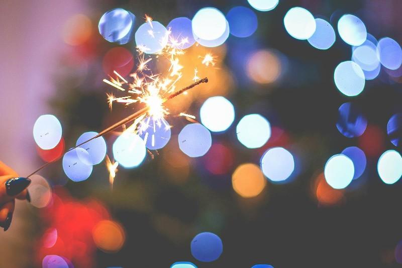 christmas-sparklers-fun-free-image