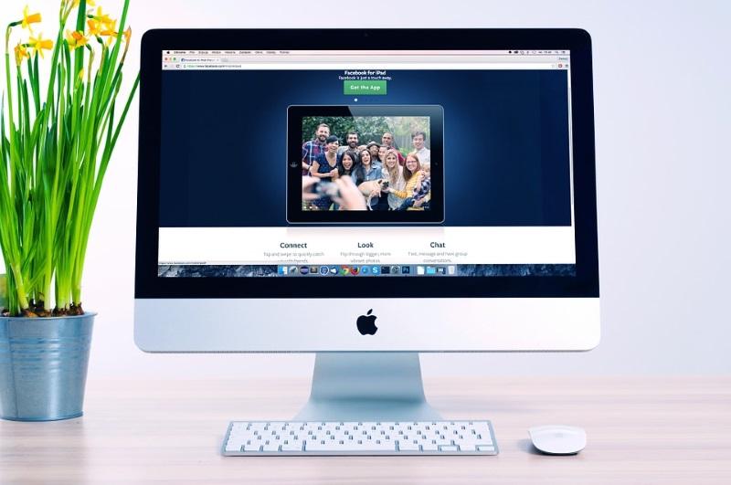 Apple Desktop with Flower