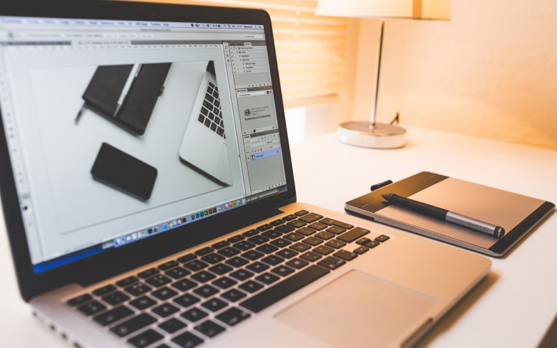 5 Tools and Equipment Every Graphic Designer Needs to Have