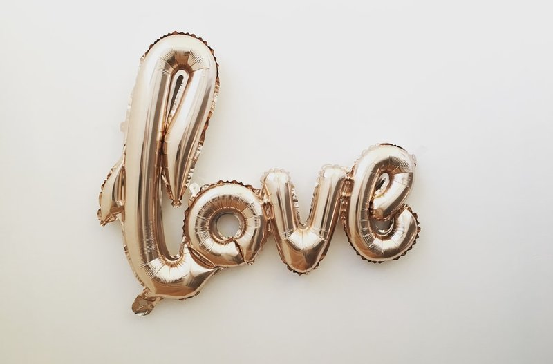 gold love balloon photo